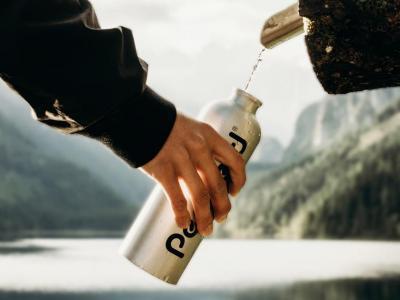 Remplissage de bouteille réutilisable