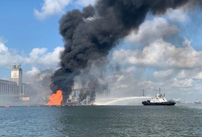 La Garde côtière et les agences partenaires continuent de répondre au navire de dragage à Corpus Christi, au Texas