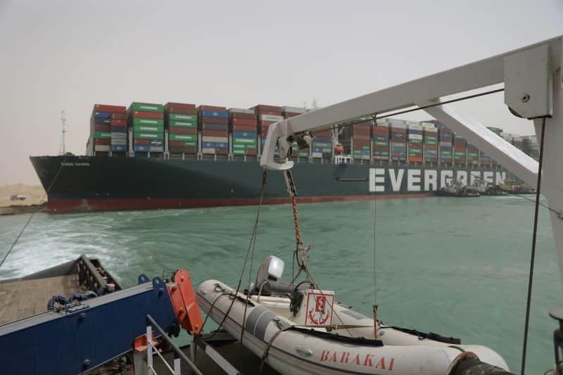 Evergreen Lines jamais donné à la terre dans le canal de Suez -