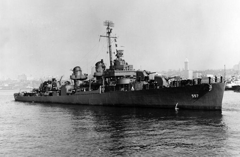 USS_Johnston_ (DD-557) _underway_on_27_octobre_1943_ (NH_63495)