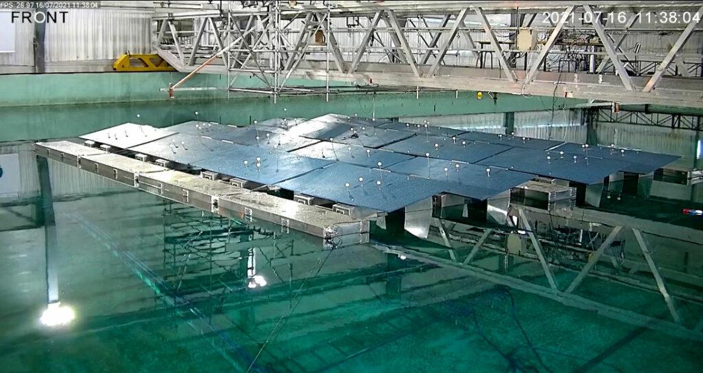 Photo montrant HelioRec testant son système solaire flottant à l'Ecole Centrale de Nantes (Avec l'aimable autorisation d'HelioRec)
