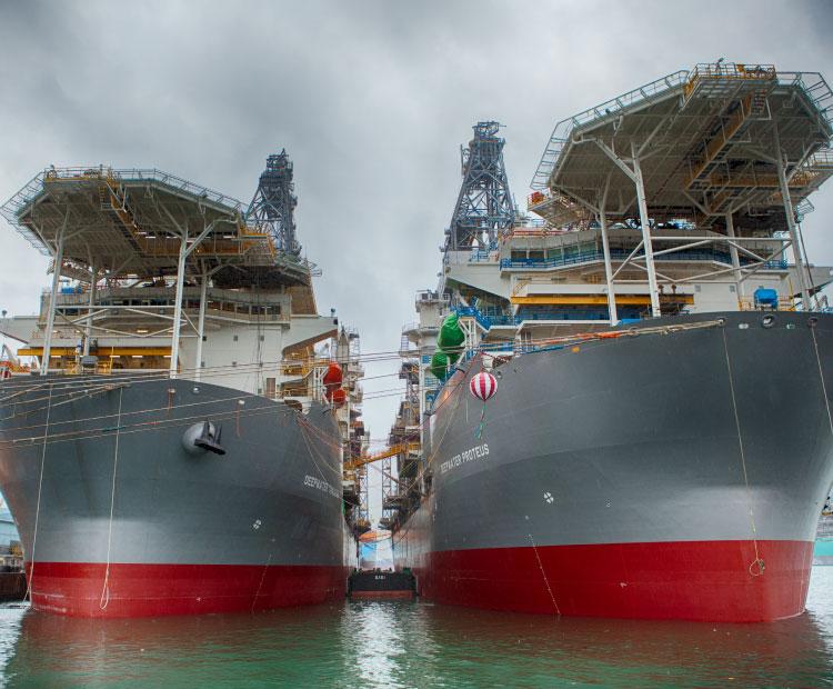 Navires de forage transocéaniques